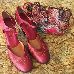 Moore Lima Peru Shoes with Tapestry Bag - Size 7.5